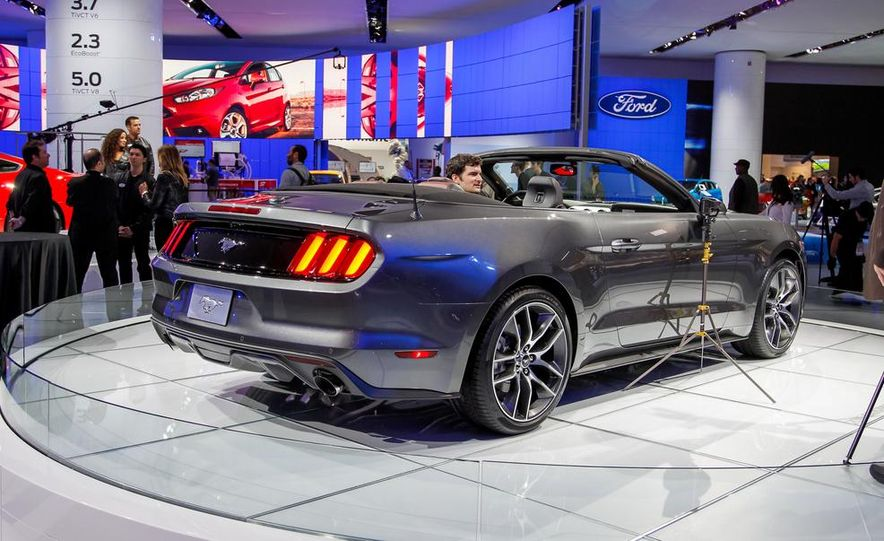 2015 Ford Mustang convertible - Slide 4
