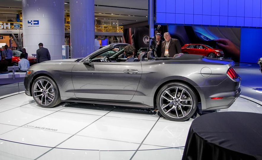 2015 Ford Mustang convertible - Slide 5