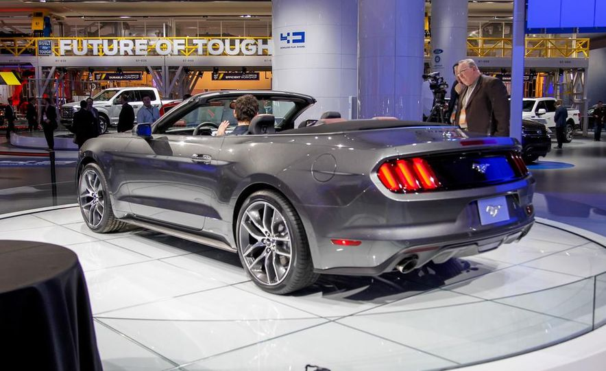 2015 Ford Mustang convertible - Slide 6