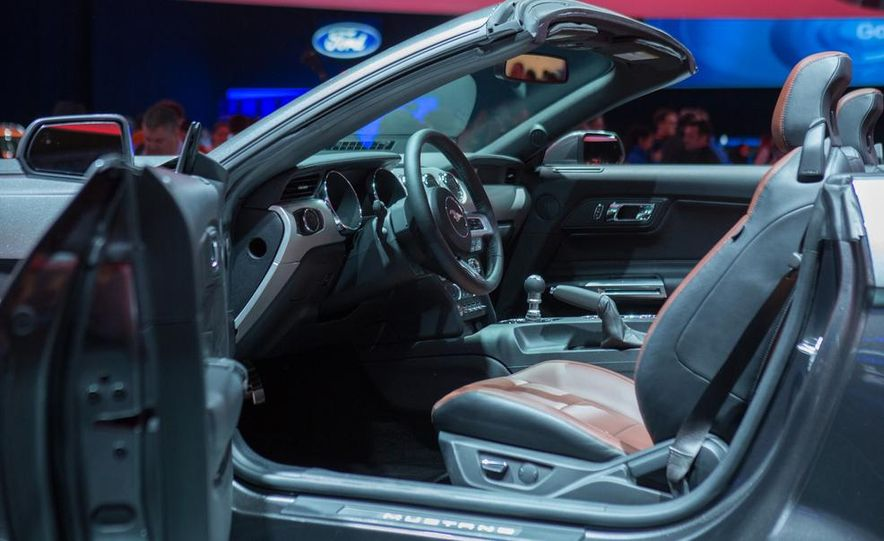 2015 Ford Mustang convertible - Slide 16