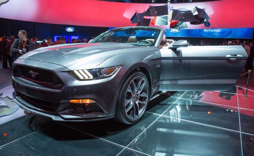 2015 Ford Mustang convertible - Slide 7