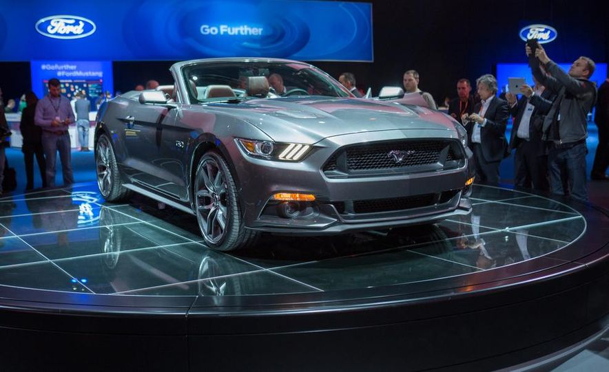 2015 Ford Mustang convertible - Slide 8