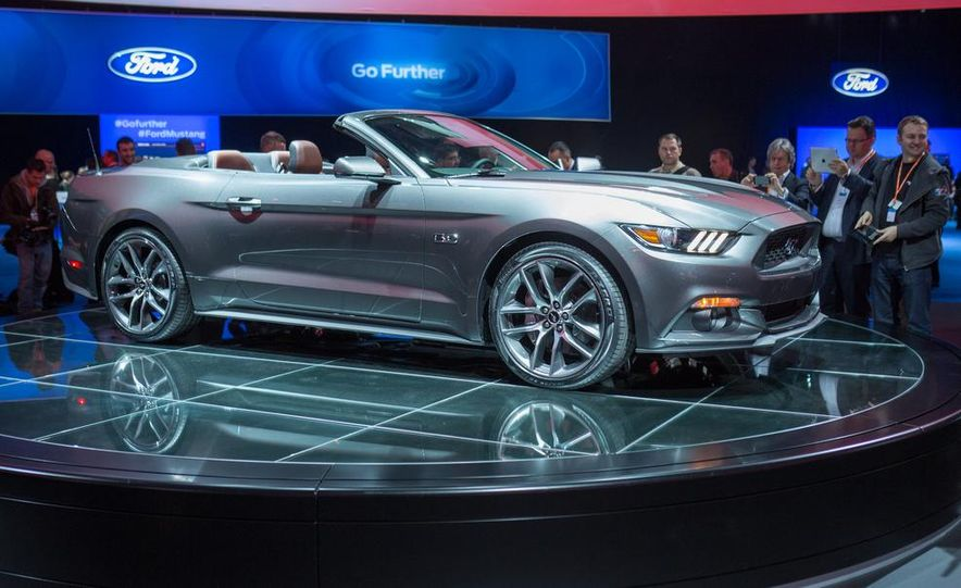 2015 Ford Mustang convertible - Slide 9