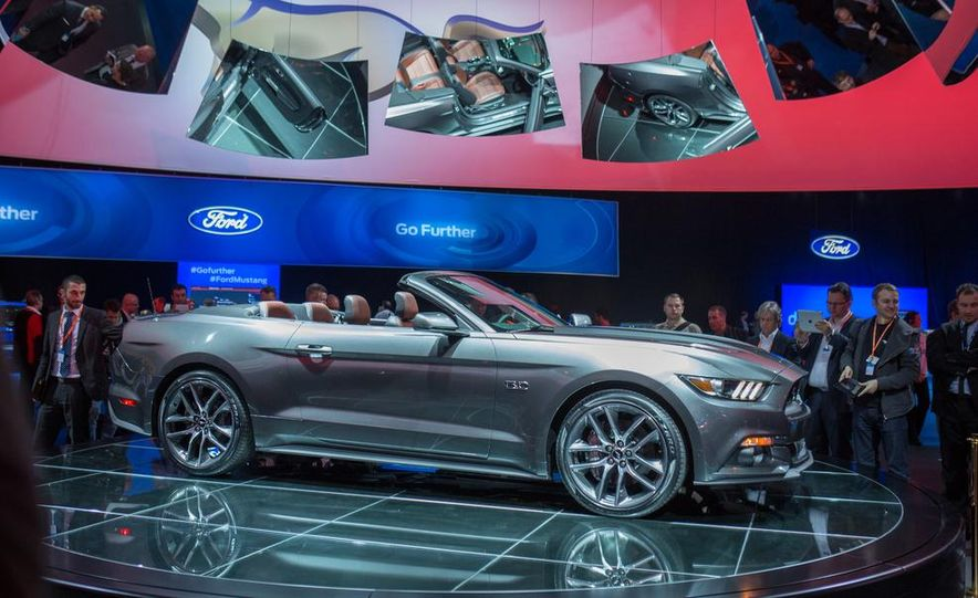 2015 Ford Mustang convertible - Slide 10