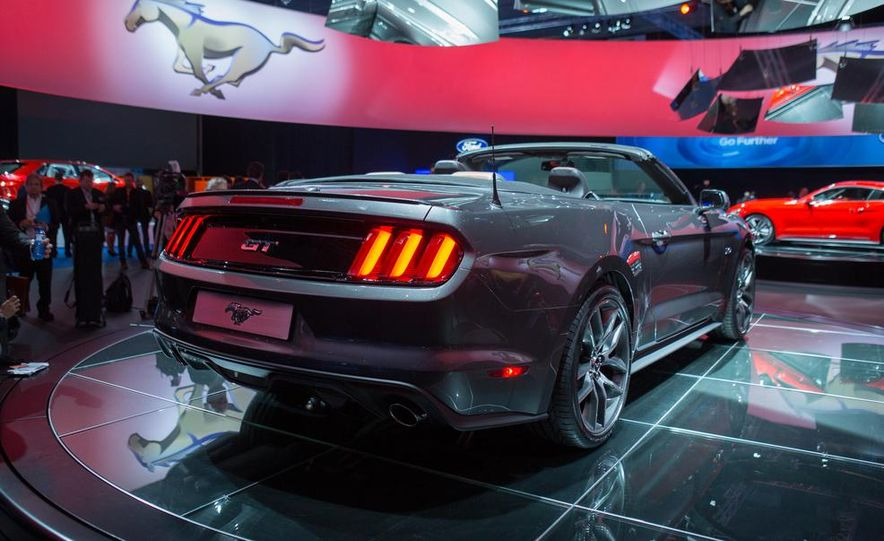 2015 Ford Mustang convertible - Slide 11