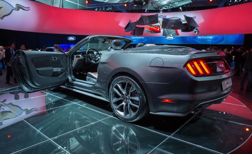 2015 Ford Mustang convertible - Slide 12