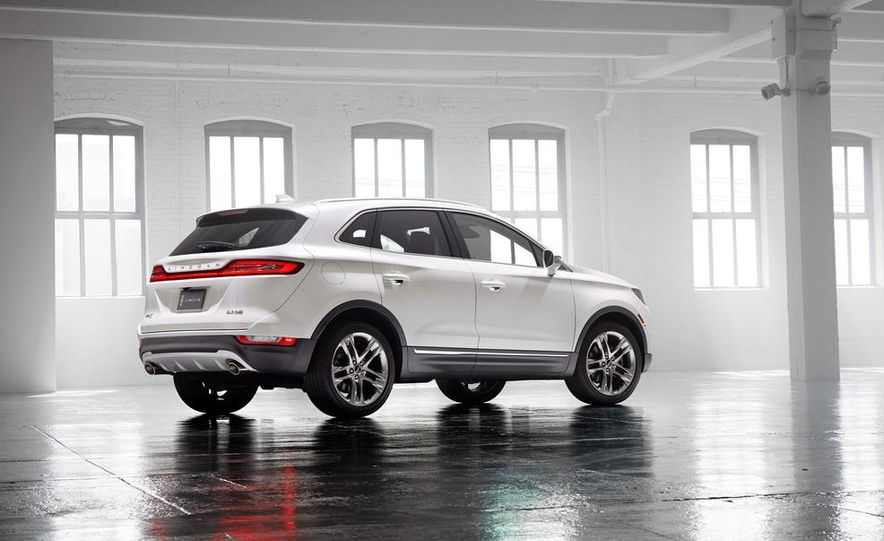 2015 Lincoln MKC 2.3L EcoBoost AWD - Slide 5