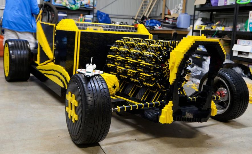 Super Awesome Micro Project Lego car - Slide 1