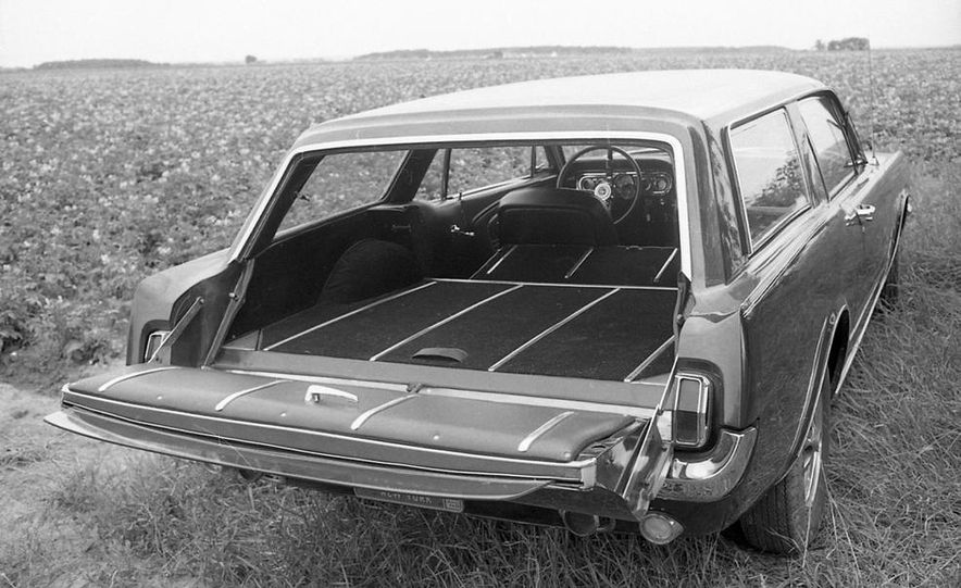 Ford Mustang Wagon - Slide 12