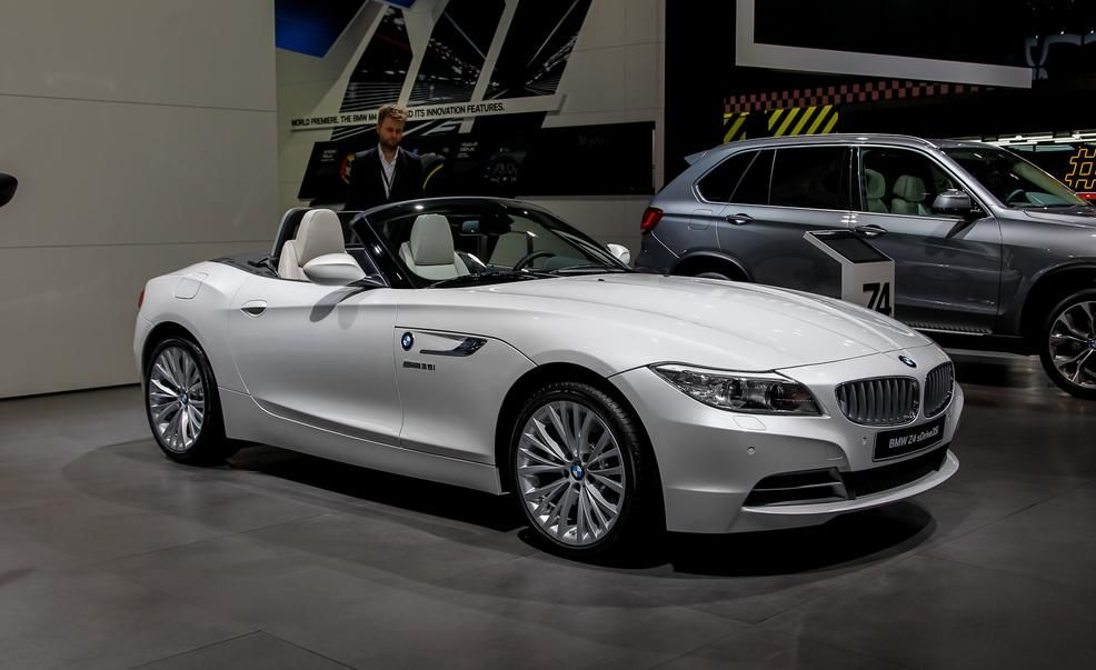Bmw introduces pure fusion design z4 roadsterjust in time for 2014 bmw z4 sdrive35i pure fusion design sciox Choice Image