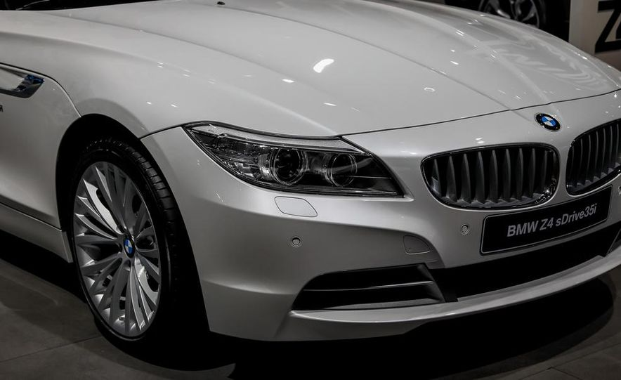 2014 BMW Z4 sDrive35i Pure Fusion Design - Slide 10