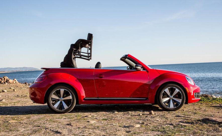 2013 Volkswagen Beetle convertible Turbo - Slide 3