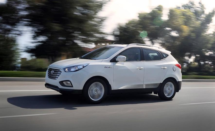 2015 Hyundai Tucson Fuel Cell - Slide 1