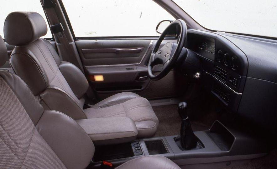 1989 Ford Taurus SHO - Slide 5