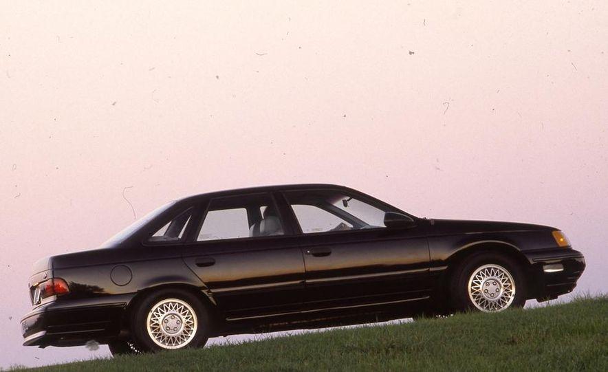 1989 Ford Taurus SHO - Slide 2