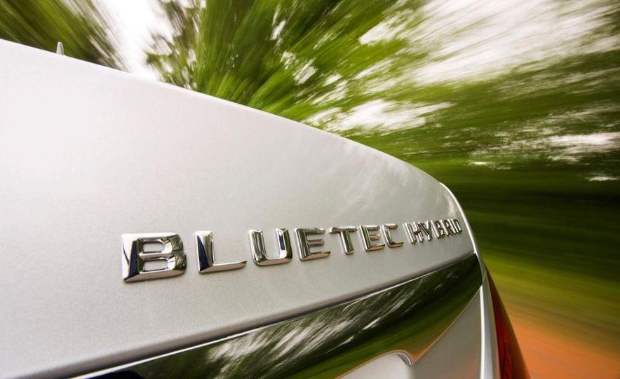 2015 Mercedes-Benz S300 BlueTec Hybrid - Slide 2