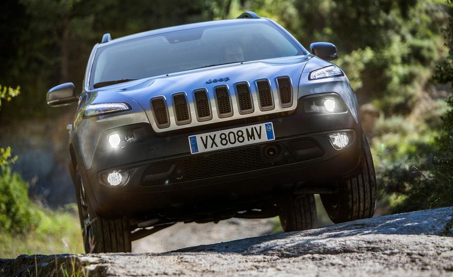 Jeep Cherokee Limited diesel (Euro-spec) - Slide 19