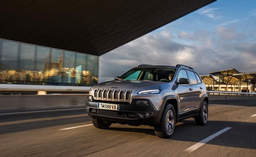 Jeep Cherokee Limited diesel (Euro-spec) - Slide 22
