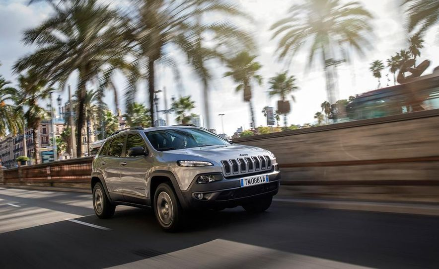 Jeep Cherokee Limited diesel (Euro-spec) - Slide 23