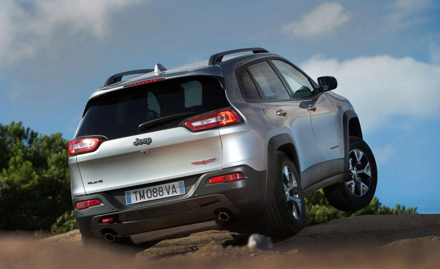 Jeep Cherokee Limited diesel (Euro-spec) - Slide 26
