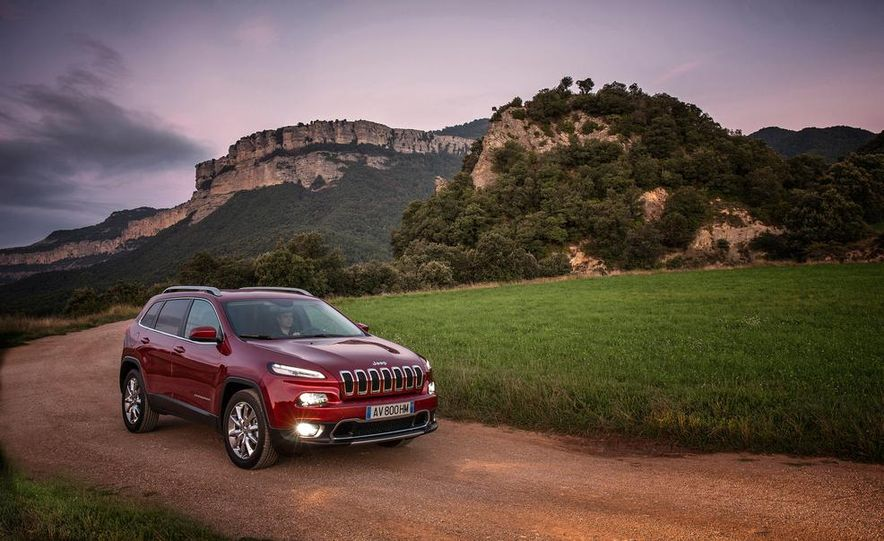 Jeep Cherokee Limited diesel (Euro-spec) - Slide 13