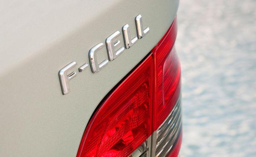 Mercedes-Benz F-Cell - Slide 19