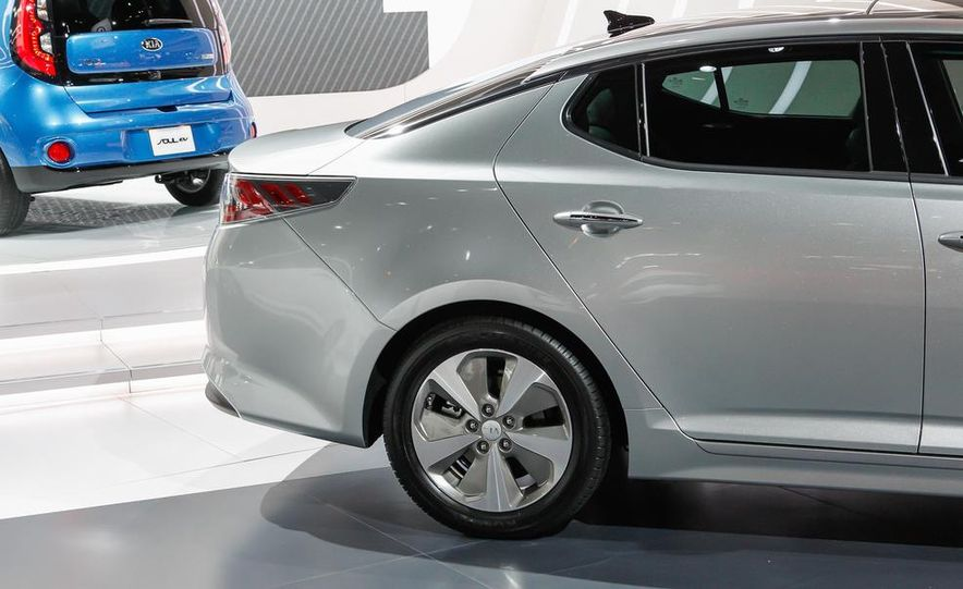 2014 Kia Optima hybrid - Slide 12