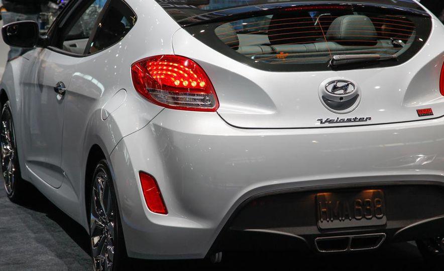 2014 Hyundai Veloster RE:FLEX - Slide 9