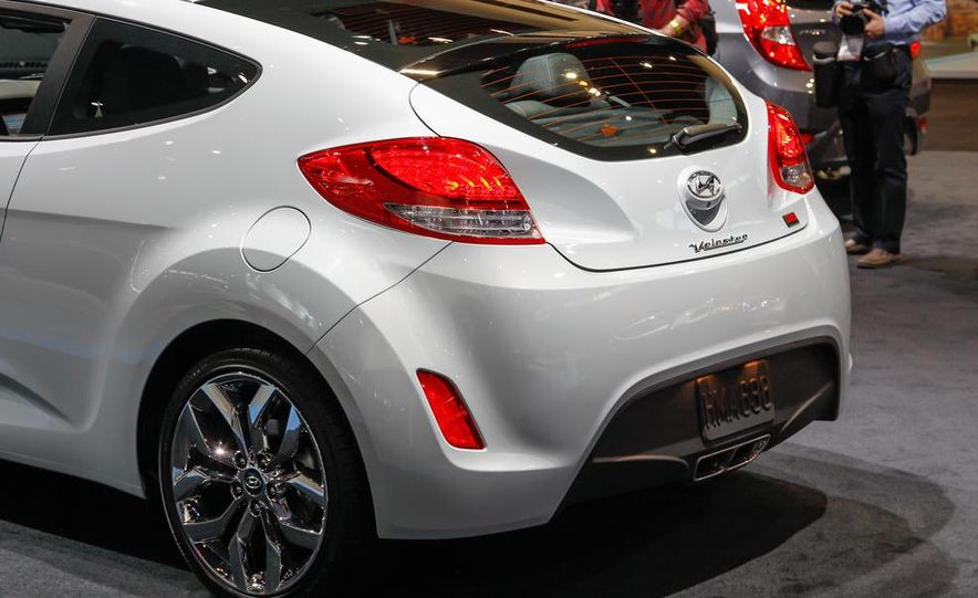 2014 Hyundai Veloster RE:FLEX - Slide 13