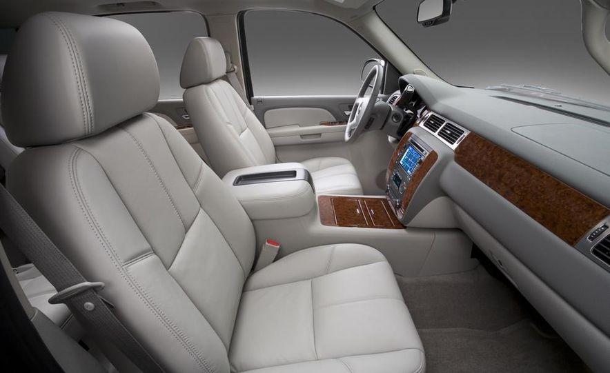 2015 Chevrolet Suburban - Slide 10