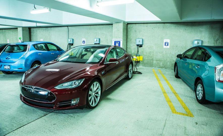 2013 Tesla Model S - Slide 23