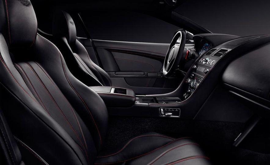 Aston Martin DB9 Carbon Black - Slide 24