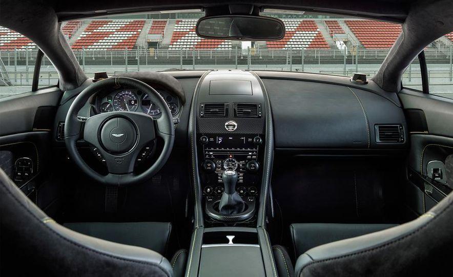 Aston Martin DB9 Carbon Black - Slide 37