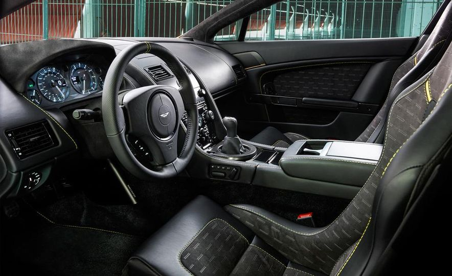 Aston Martin DB9 Carbon Black - Slide 38
