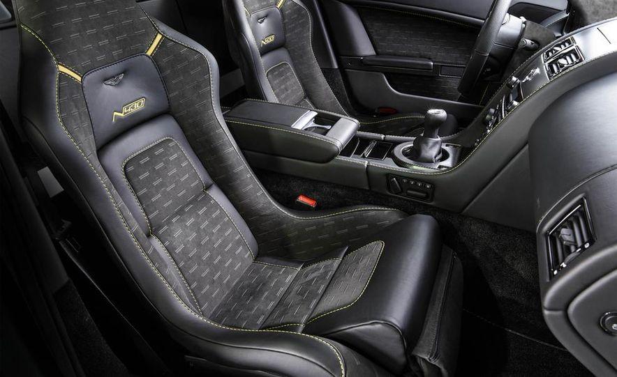 Aston Martin DB9 Carbon Black - Slide 39