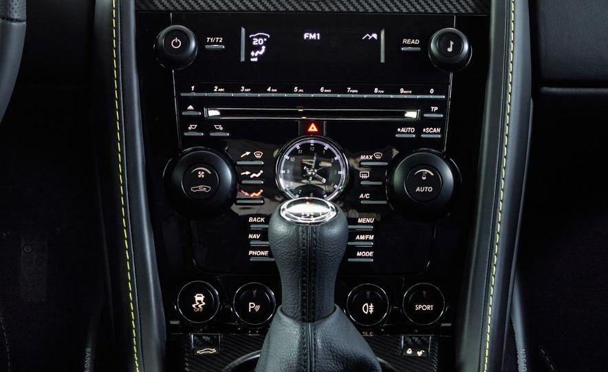 Aston Martin DB9 Carbon Black - Slide 41