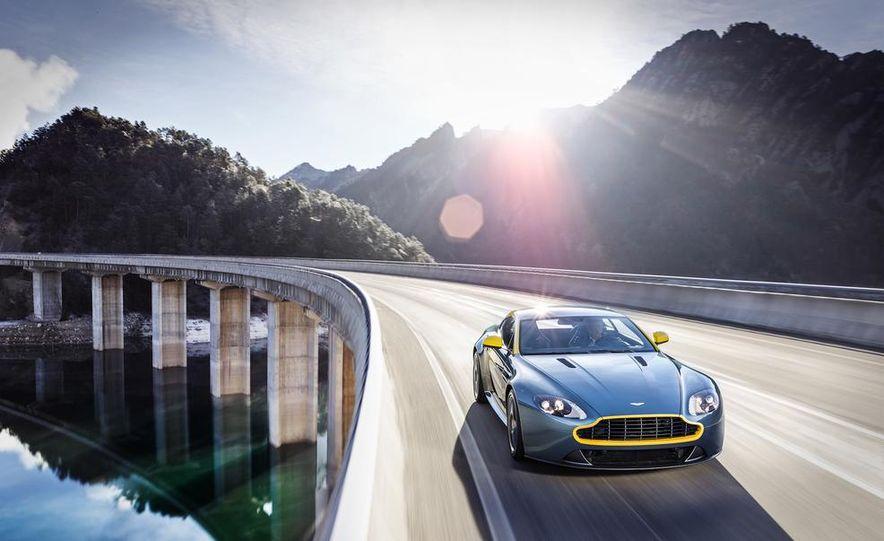 Aston Martin DB9 Carbon Black - Slide 26