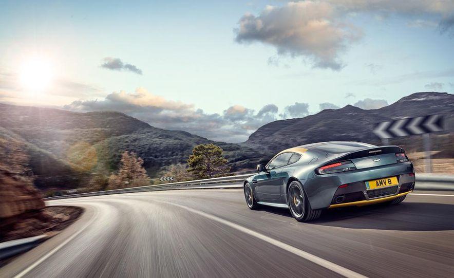 Aston Martin DB9 Carbon Black - Slide 27