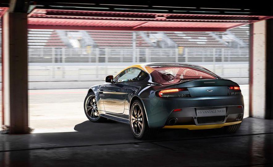 Aston Martin DB9 Carbon Black - Slide 28