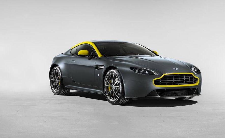 Aston Martin DB9 Carbon Black - Slide 31