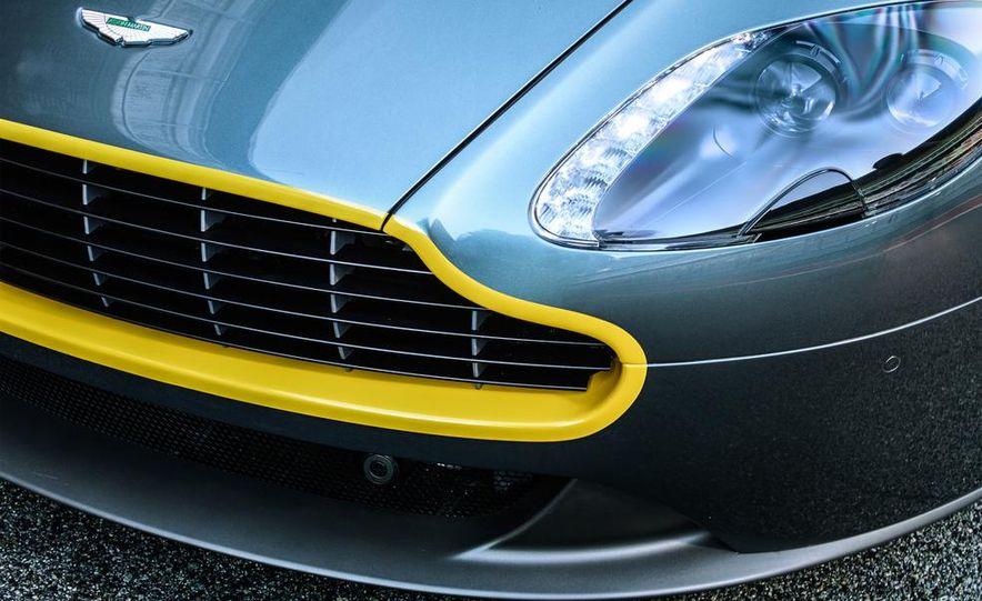 Aston Martin DB9 Carbon Black - Slide 33