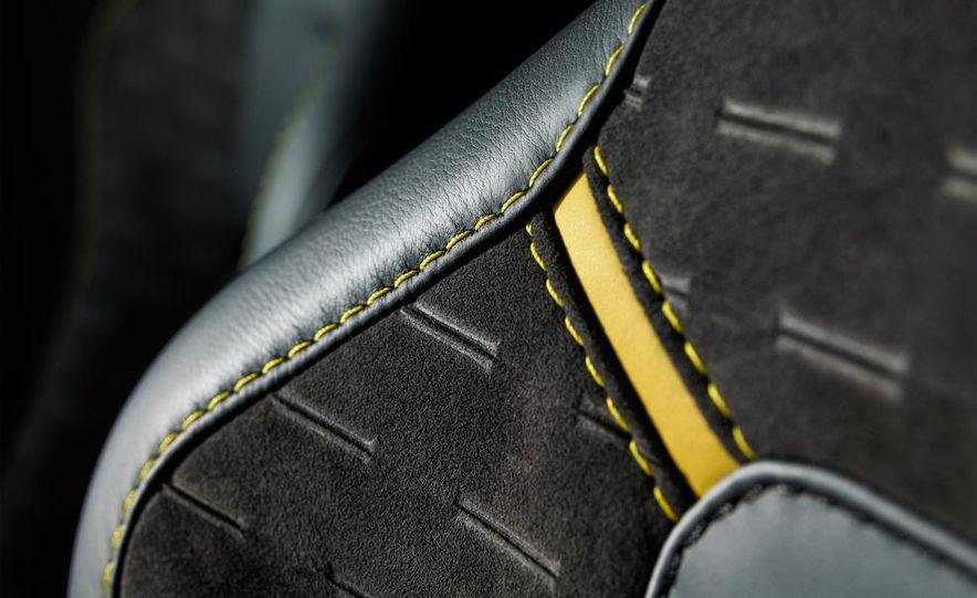 Aston Martin DB9 Carbon Black - Slide 44
