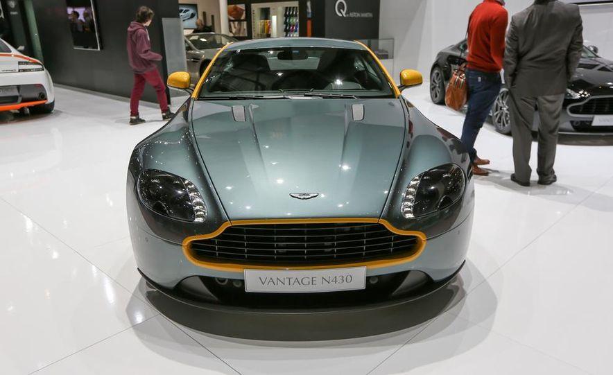 Aston Martin DB9 Carbon Black - Slide 14