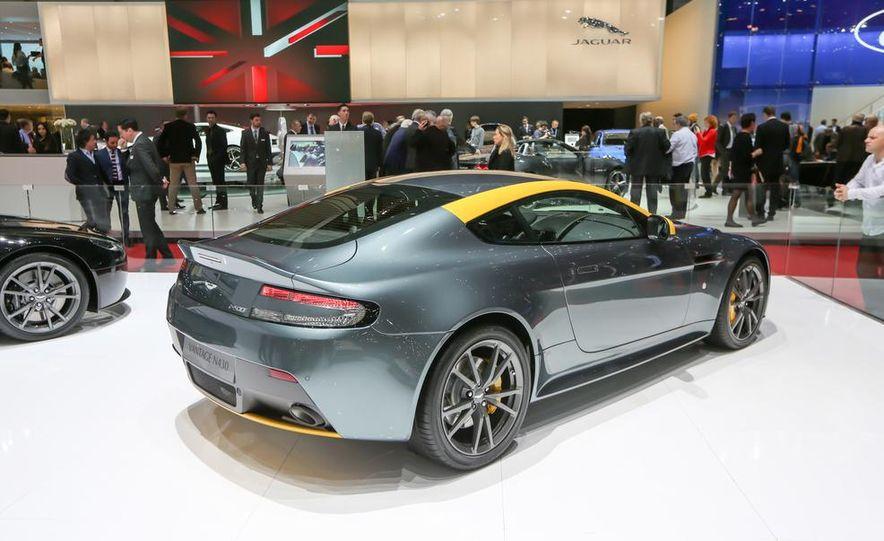 Aston Martin DB9 Carbon Black - Slide 15