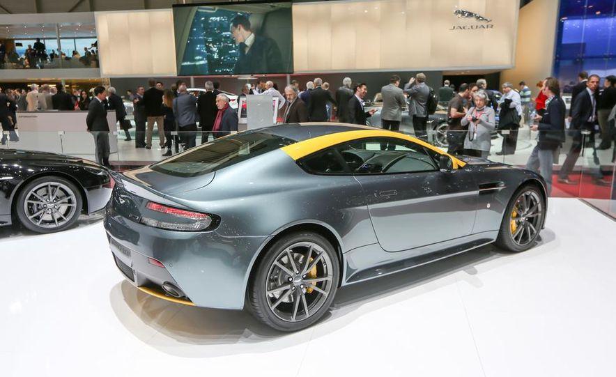 Aston Martin DB9 Carbon Black - Slide 20