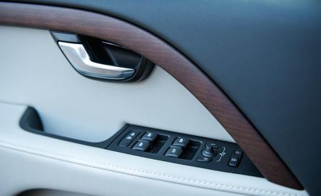 Sexy XC: 2015 Volvo XC70 Gets 31-mpg Highway Rating, Starts at $36,325