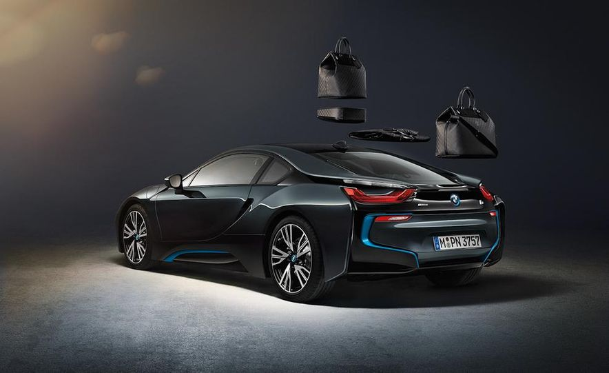 Louis Vuitton luggage set for the 2015 BMW i8 - Slide 1