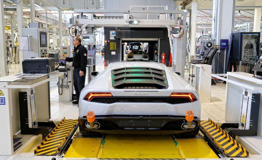 2014 Lamborghini Huracán LP610-4 - Slide 14