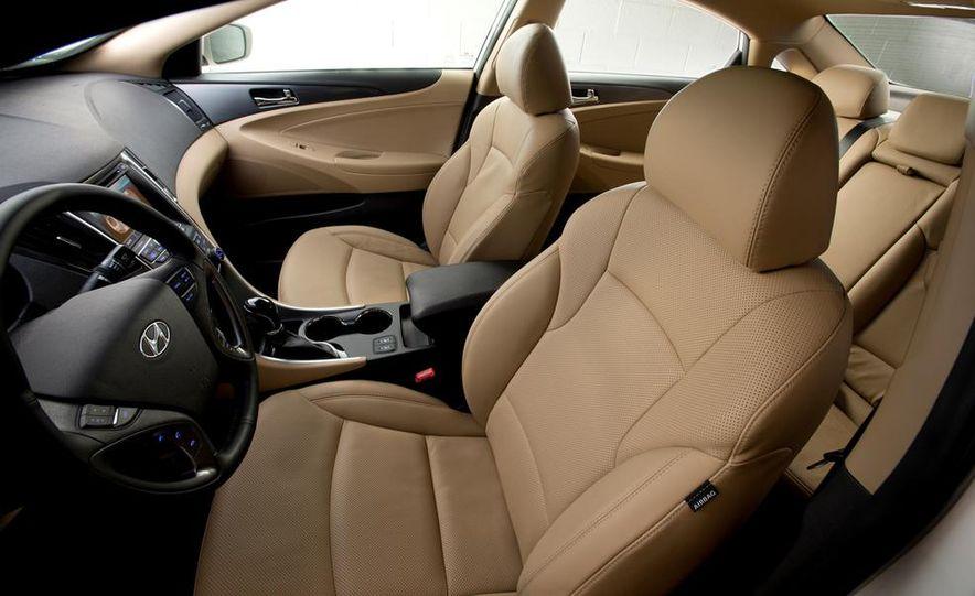 2013 Hyundai Sonata hybrid - Slide 12