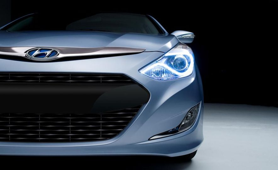 2013 Hyundai Sonata hybrid - Slide 6